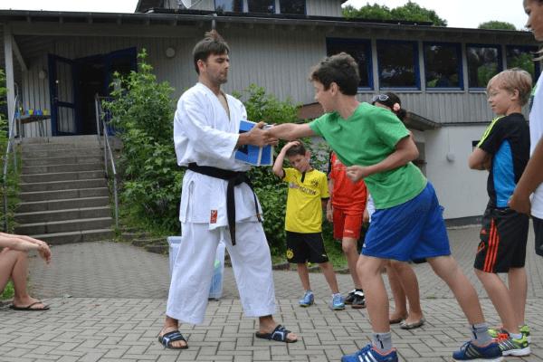 Selbstverteidigungskurs für Kinder und Jugendliche fördert die Entwicklung