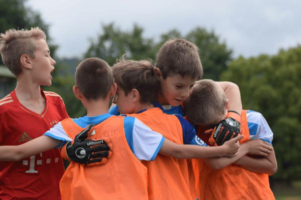 Der Teamgeist wird im Fußballcamp gestärkt