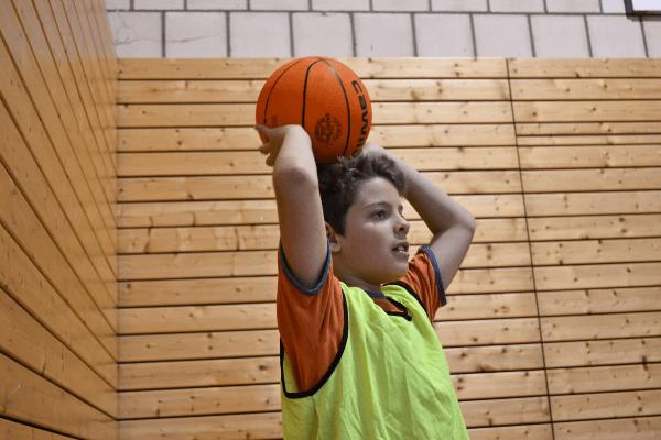 Ballgefühl lernen im Basketballcamp