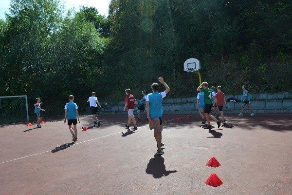 Kinder beim Streetball im Basketballcamp