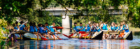 Gruppenkanus auf dem Fluss