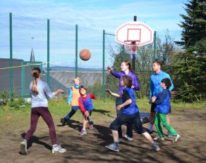 Basketballspiel im Camp