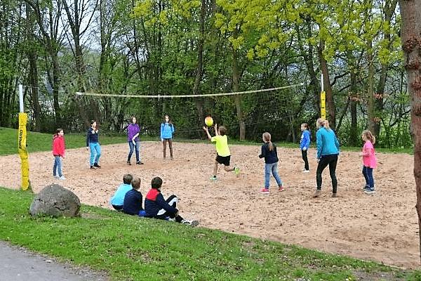 Gemeinsames Beachen während des Volleyball Camps