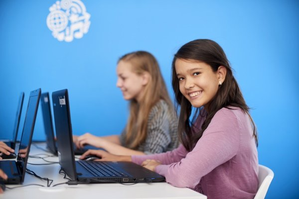 Mädchen im Grafikdesign Camp