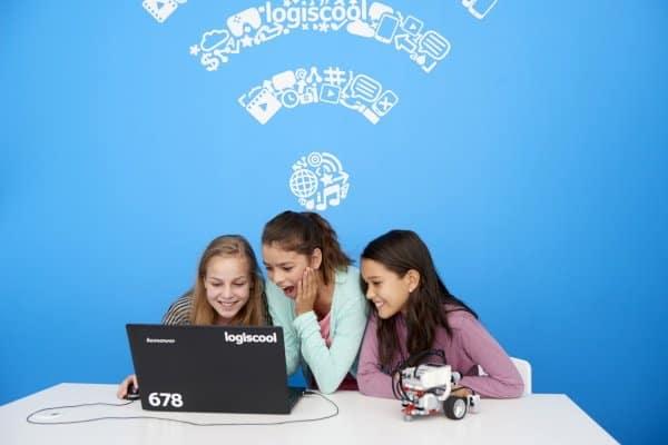 Drei Mädchen im Intensives Jugend Programmiercamp