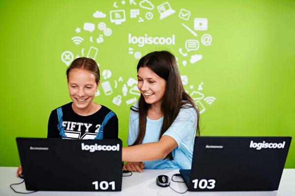 Zwei Mädchen im Kodu 3D Game Design Camp