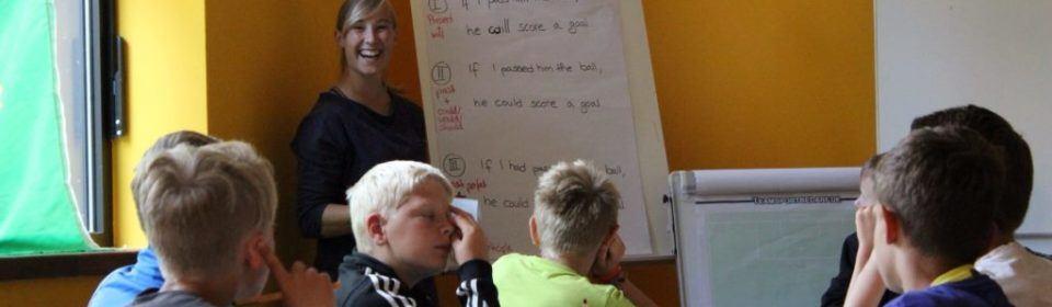 Jungs in der Sprachschule