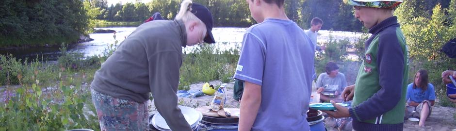 Kinder essen in Norwegen