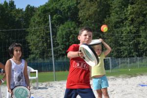 Kinder beim Spielen im Feriencamp