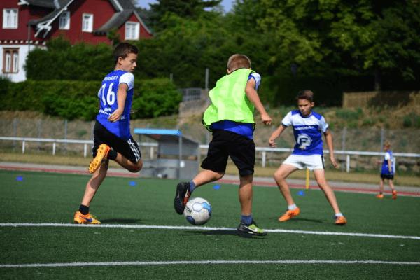 Zweikampf im Fußballcamp