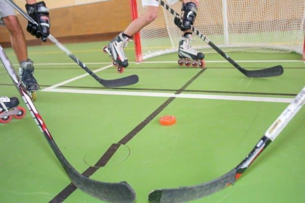 Inlinehockeyschläger und Puck