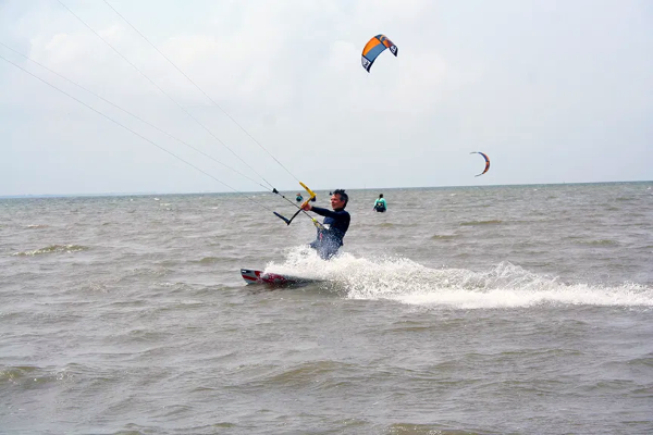 Kiteboarding Feriencamp - Kiter auf Wasser