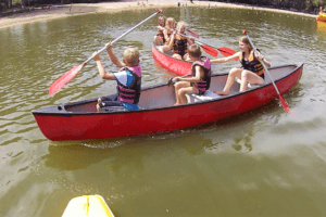 Gemeinsame Kanutour im Adventure Camp