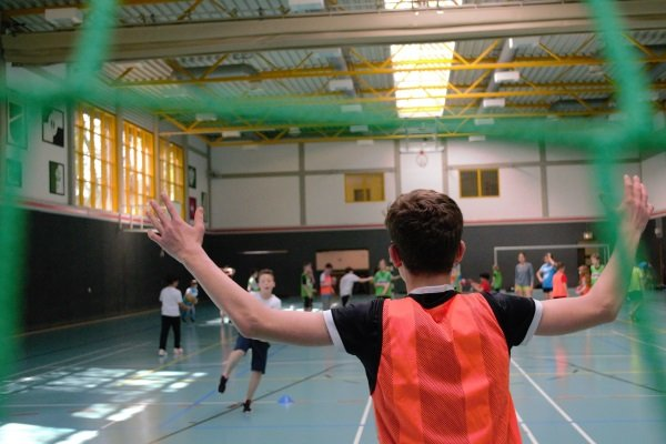 Sport in der Halle im Camp