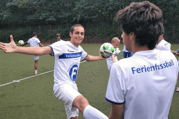 Trainingseinheit im Fußball Profi Camp