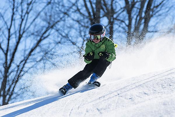 Genieße die Abfahrt bei deiner Skifreizeit