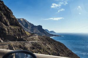 Steile und felsige Küste auf Gran Canaria