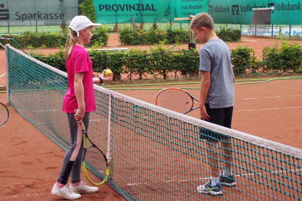 Absprache beim Tennistraining