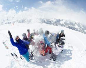 Gruppenfoto mit Schnee
