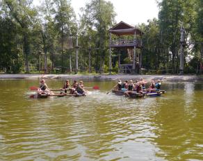 Floßbau im Camp