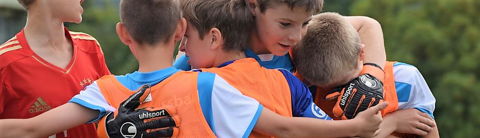 Teamgeist beim Fußball im Camp