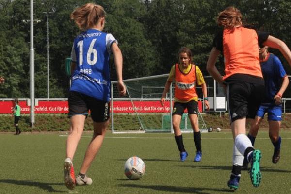 Mädchen Fussballcamp