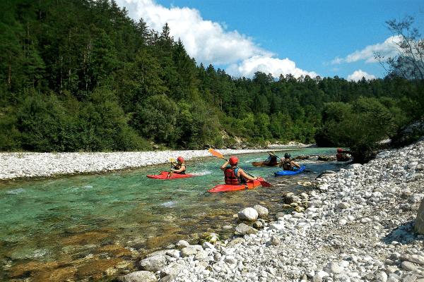 Gemeinsamer Kanuausflug im Feriencamp