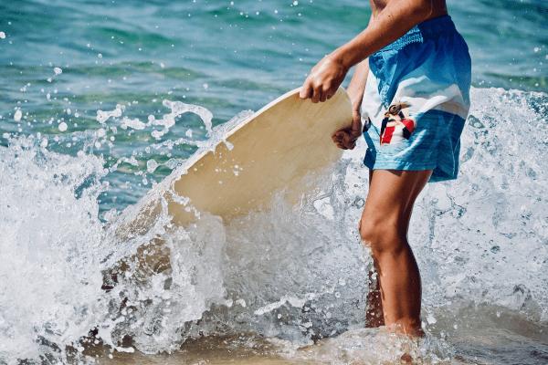 Ob Segeln oder Surfen in dem Wassersportcamp hast du Spaß