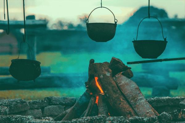 Lerne Feuer machen in den Outdoor Camps
